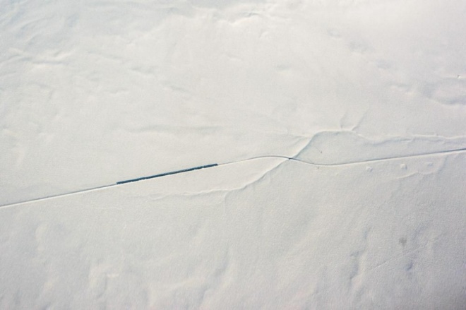 The 100 best photographs ever taken without photoshop - A train on the Kazakh steppe. View from plane window