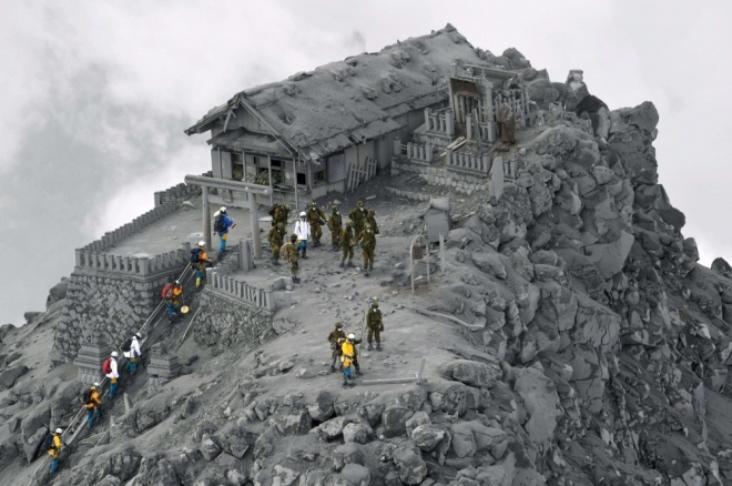 The 100 best photographs ever taken without photoshop - A temple covered in ash from the Ontake volcanic eruption, Japan
