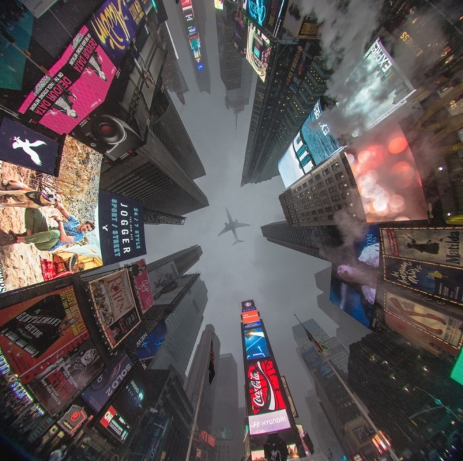 The 100 best photographs ever taken without photoshop - Times Square, New York, USA. A view from below