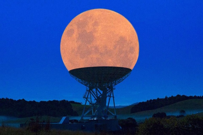 The 100 best photographs ever taken without photoshop - The Supermoon in a radio telescope