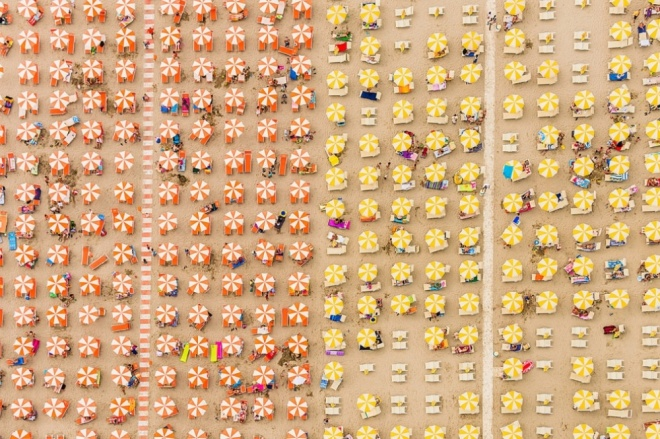 The 100 best photographs ever taken without photoshop - An Italian beach